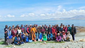 Group photo of devotees at Mansarovar