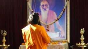 Swami Abhedanandaji offering prayer to Gurudev